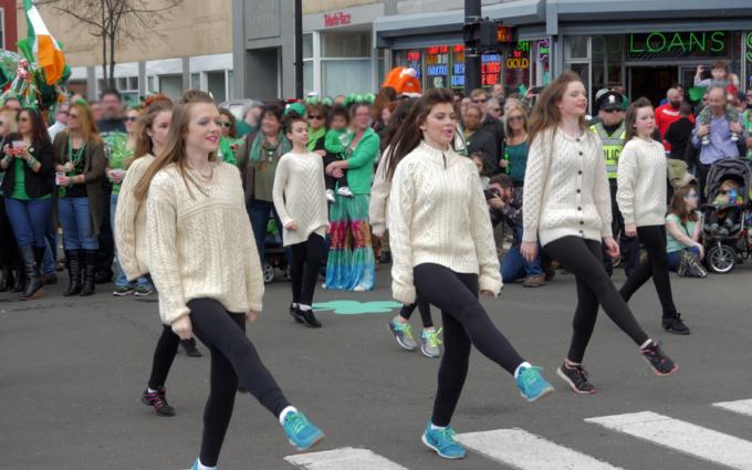 irish dancers in saint patricks day parade